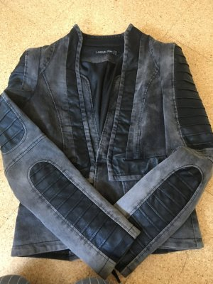 Jeansjacke mit Kunstledereinsätzen