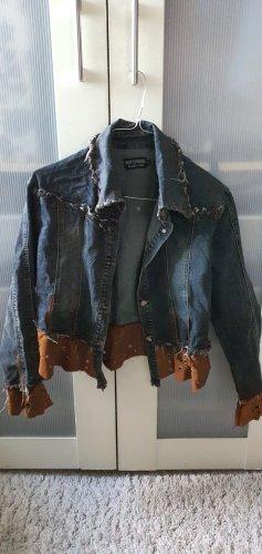 Jeansjacke mit Lederapplikation