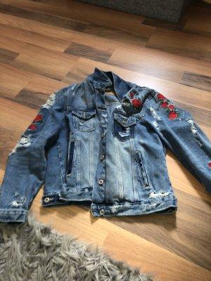 Jeansjacke mit Rosen
