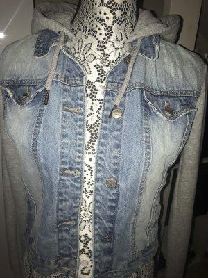 Jeansjacke mit Stoff Ärmel und Mütze