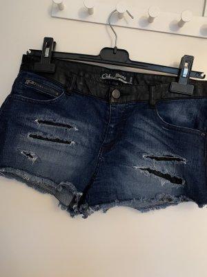 Jeansshort mit Lederapplikationen
