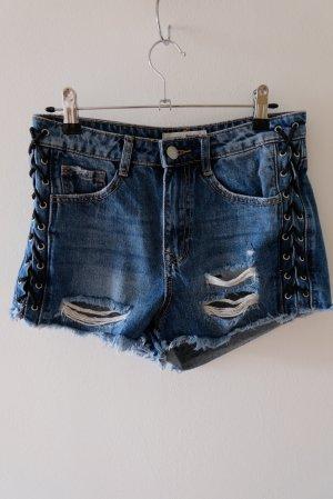 Jeansshorts mit seitlicher Schnürung