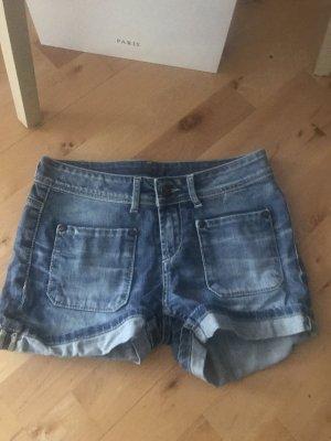 Jeansshorts mit umgeschlagenem Saum