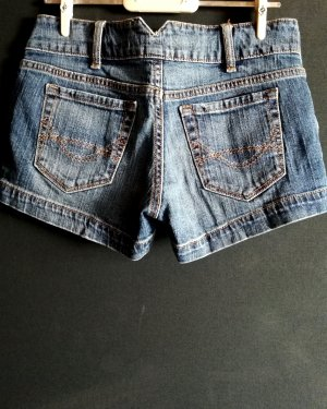 Jeansshorts mit V Cut-out