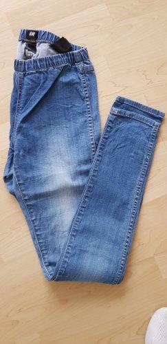 H&M Dopasowane jeansy niebieski