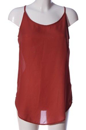 Jennifer Taylor Top de tirantes finos rojo look casual