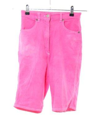 Pantalón corto de tela vaquera rosa look casual