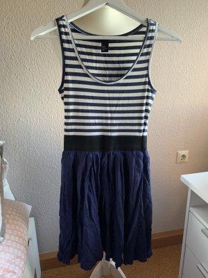Jerseykleid von H&M mit Streifen
