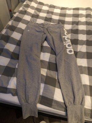 Adidas pantalonera gris-blanco