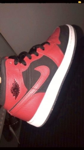 Air Jordan High Top Sneaker black-red