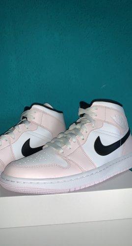 Jordan Chaussure skate rose clair-blanc cuir