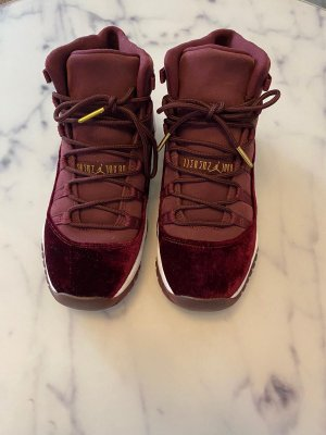 Jordan 11 Retro heiress Night Maroon