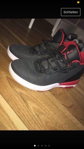 Jordan Schuhe schwarz/rot