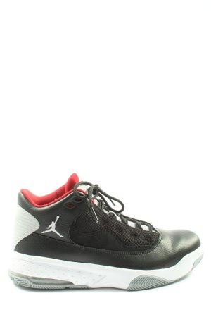 Jordan Chaussure skate noir style décontracté