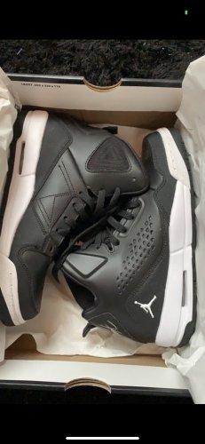 Jordan Sneaker neu