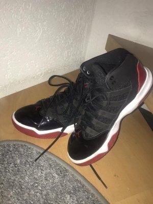 Jordann 11 schwarz/rot