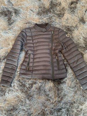 Abrigo de plumón color plata-gris