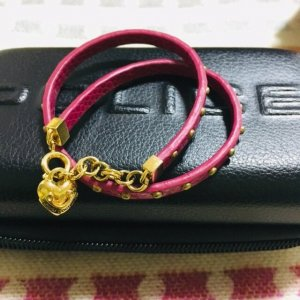Juicy Couture Brazalete de cuero multicolor