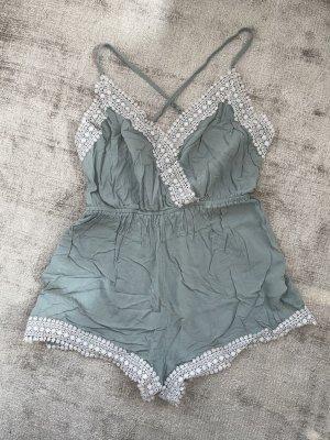 H&M Pantalón corto tipo peto verde grisáceo