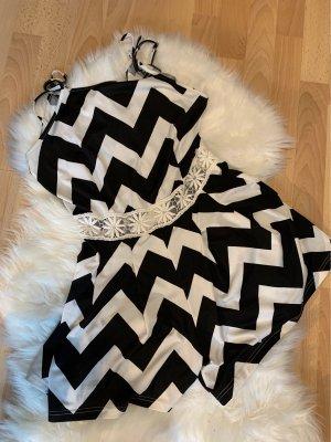Sukienka z wycięciem czarny-biały