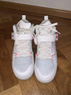 Air Jordan High Top Sneaker white-bright red