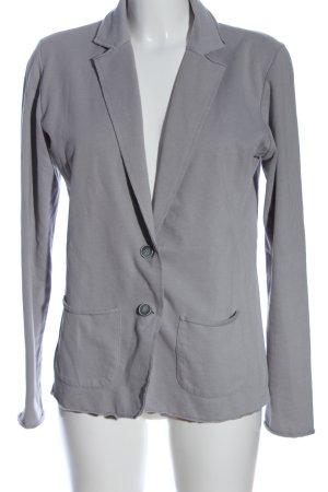 Juvia Blazer tejido gris claro look casual