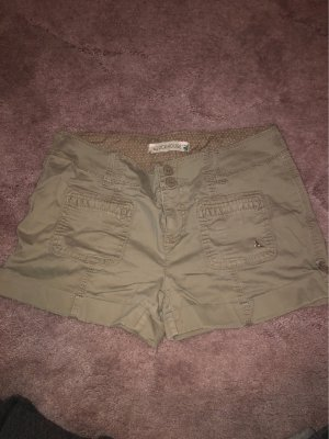 Kakifarbene Shorts
