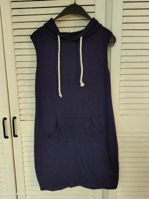 Vestido con capucha azul oscuro