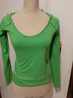 Blusa con capucha verde pradera