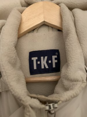 TKF Capuchon vest room