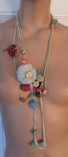 Karen Monny Paris Halskette handgemacht Stoff Blumen hellblau rosa bunt