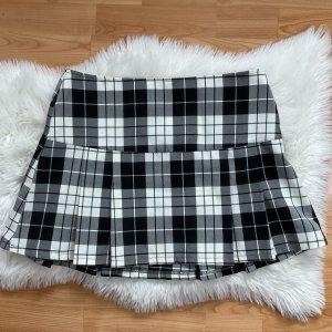 Jupe à plis noir-blanc