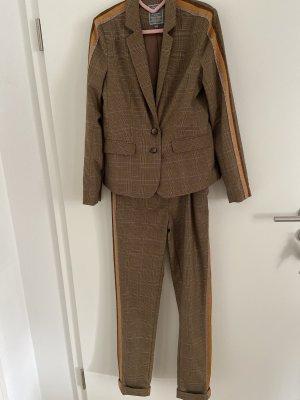Karo Anzug mit Streifen