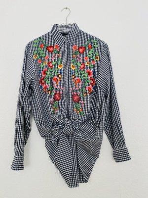 Karo- Bluse mit sehr schöner Blumenstickerei. Passt für S und M !