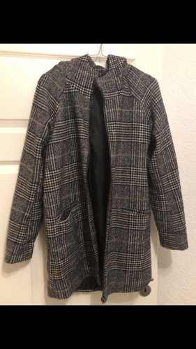 Karrierter Mantel