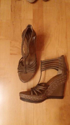 edc Zapatos de cuña color oro