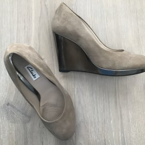Clarks Zapatos de cuña marrón grisáceo-color oro