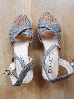 Keil Sandalen mit dem Korkenabsatz