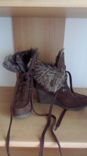 Zapatos de cuña marrón