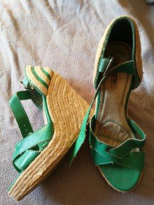 Jumex Zapatos de cuña verde