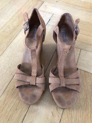 Keilabsatz Sandaletten braun Oysho