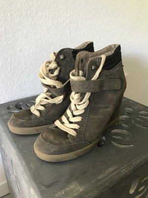 Keilabsatz Stiefel von Buffalo