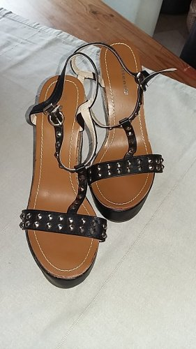 Attentif Strapped Sandals black