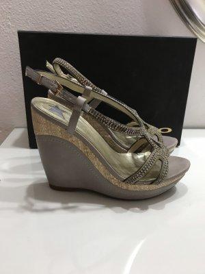 Sandalias de tacón con plataforma gris claro
