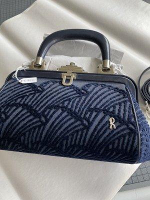 Keine Handtasche in Blau Velours