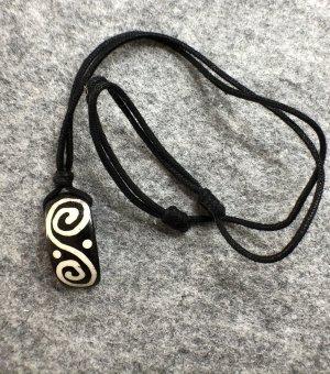 Kette Anhänger Yak Bone Doppelspirale 3x1,5cm Baumwollbändchen schwarz