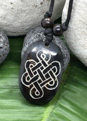Kette Anhänger Yak Bone keltischer Knoten 3,7x2,4cm Baumwollbändchen schwarz