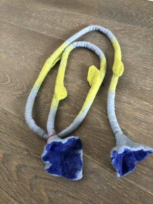 Kette Filz Rope Calla Blüten blau hellblau Länge 160 cm
