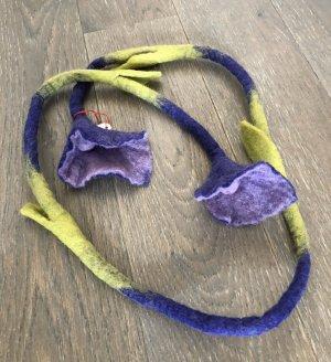 Kette Filz Rope Calla Blüten Enden blauviolett dunkelviolett grasgrün Länge 160 cm