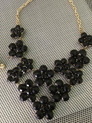 Necklace black-sand brown